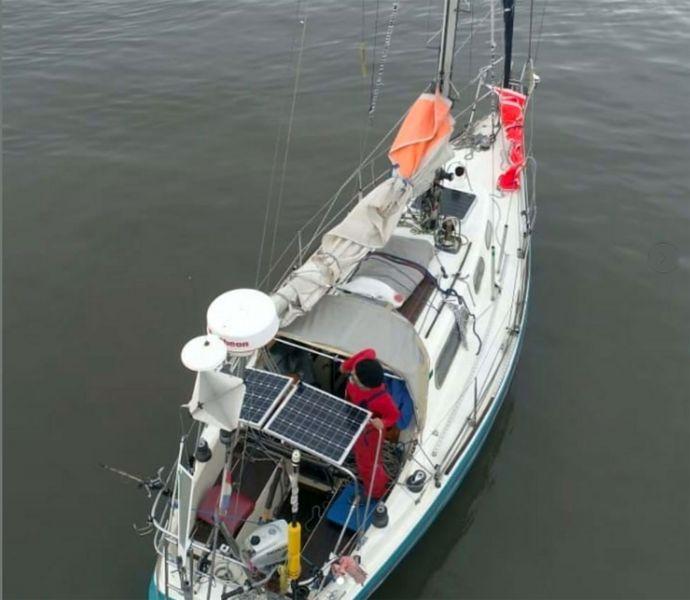 Juan Manuel Ballestero en su barco, el Skua.