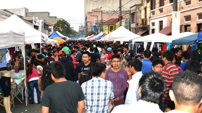 Feria callejera en Brás.