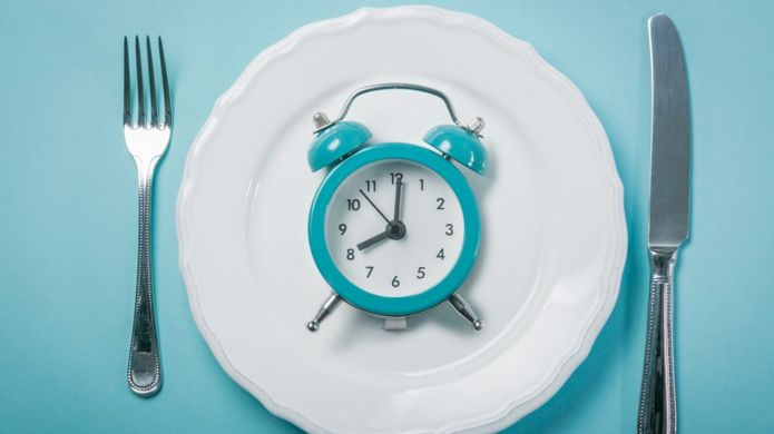 A clock on a plate