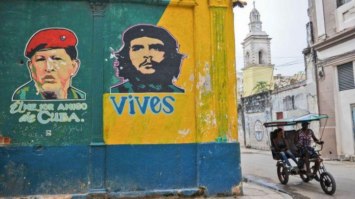 Венесуэлец Уго Чавес и аргентинец Че Гевара - герои на Кубе