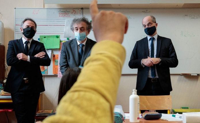 French Education Minister Jean-Michel Blanquer (R) in a Paris school, 11 May 20