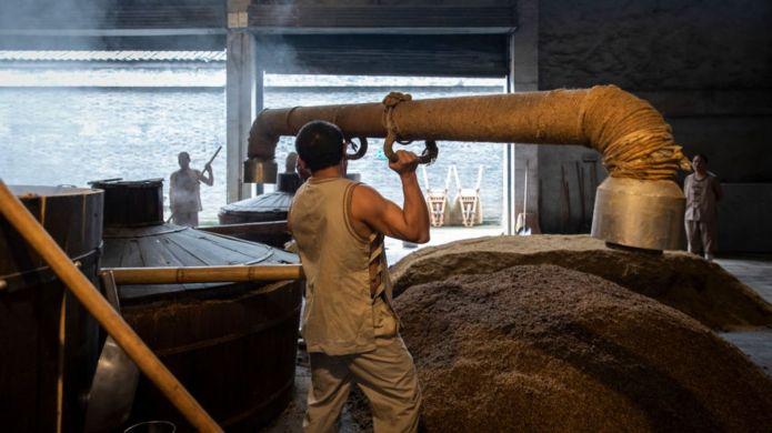 भाइरसका कारण चीनभित्रै थुप्रै कारखाना तथा व्यावसाय बन्द भएका छन्।