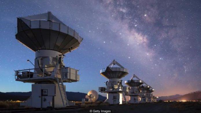 Di chuyển vào vũ trụ có thể là cơ hội sống sót lâu dài cho chúng ta (