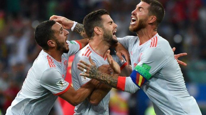 Koke, Nacho y Sergio Ramos celebran