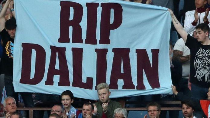 Fans tribute