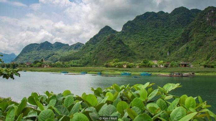 Tại làng Phong Nha yên tĩnh của Việt Nam, các nhà nghỉ do gia đình tự quản cung cấp chỗ ở ngay gần trung tâm của Vườn Quốc Gia Phong Nha-Ke Bàng được Unesco bảo vệ.