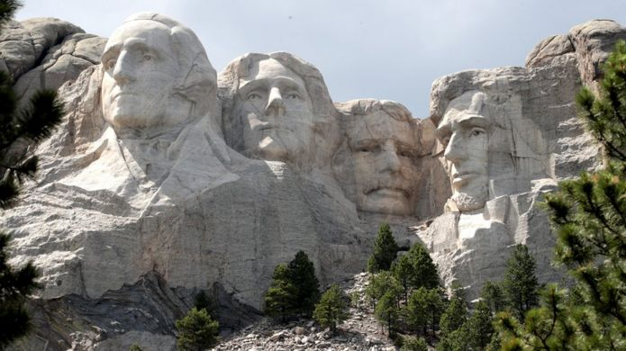 The busts of George Washington, Thomas Jefferson, Theodore Roosevelt and Abraham Lincoln at Mount Rushmore National Monument