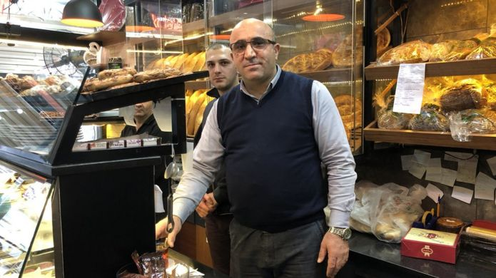 Kadir Demir, Fatih'te unlu mamüller dükkanı işletiyor.