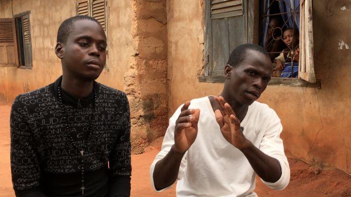 Jackson Uwumarogie (izquierda) y Feliz Efe