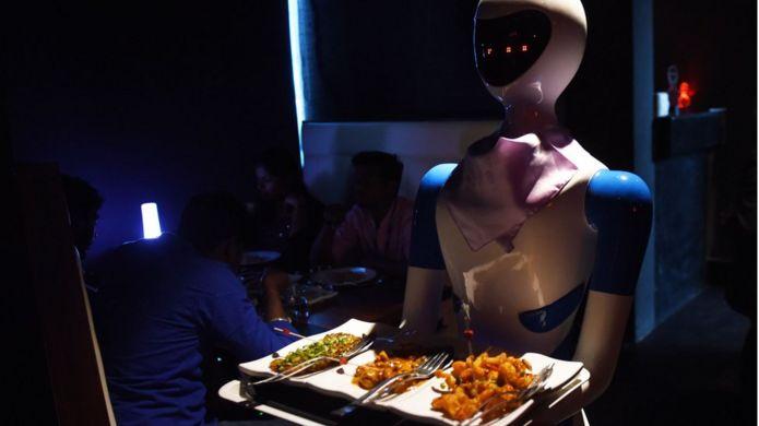 หุ่นยนต์ร้านอาหาร