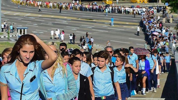 Larguísimas colas en La Habana para rendir homenaje a Fidel Castro