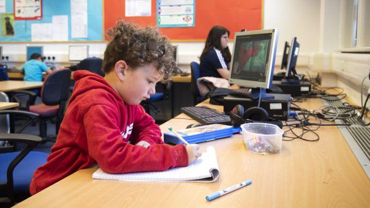 Coronavirus: More councils warn over opening schools on 1 June - BBC News