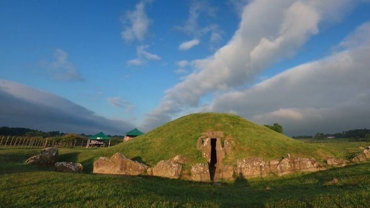 Bryn Celli Ddu burial chamber: Dig at 'special location'