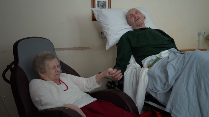Elderly Welsh couple reunite for final time at care home