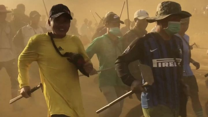 As pessoas que arriscam a vida em busca da riqueza em minas de jade em Mianmar