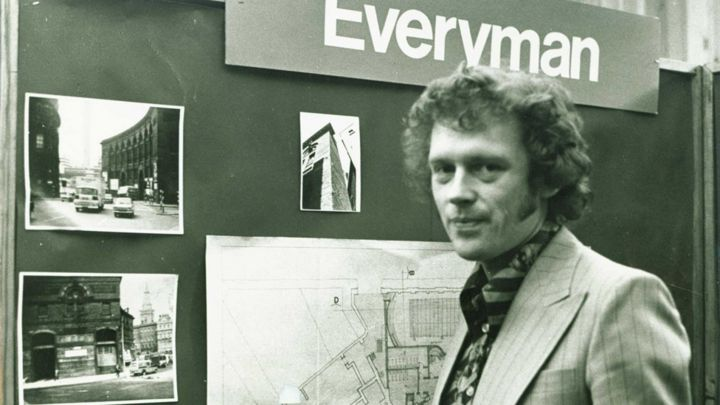 Alan Dossor, Liverpool Everyman boss during 70s heyday, dies - BBC News