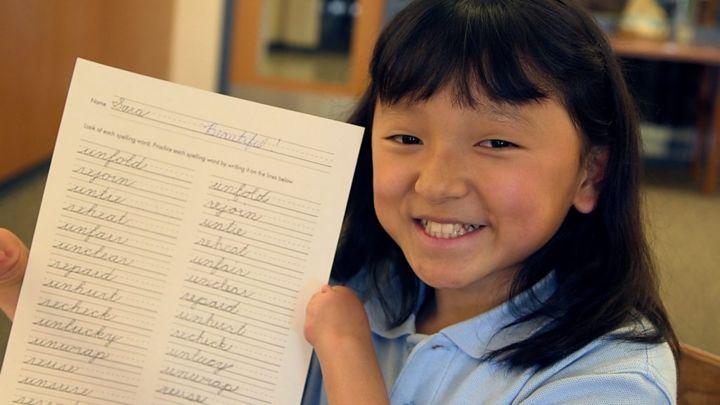 Sara Hinesley: A girl with stellar handwriting - but no hands