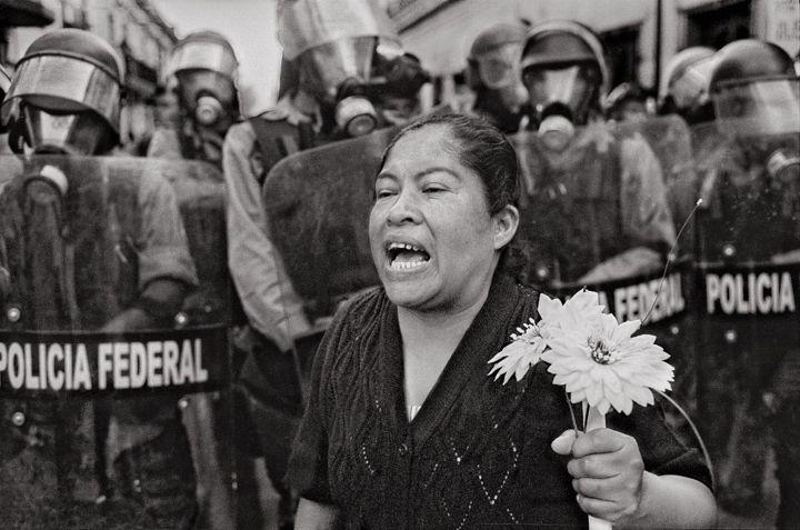 """""""Si EE.UU. expulsara a todos los mexicanos y latinoamericanos, se derrumbaría"""": Antonio Turok, el fotógrafo que documenta desde hace 40 años conflictos en Centroamérica"""