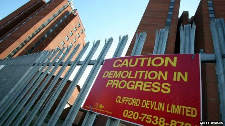 How do you demolish a skyscraper? - BBC News
