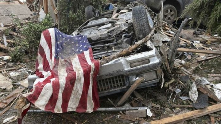 Oklahoma tornado: Search for survivors continues