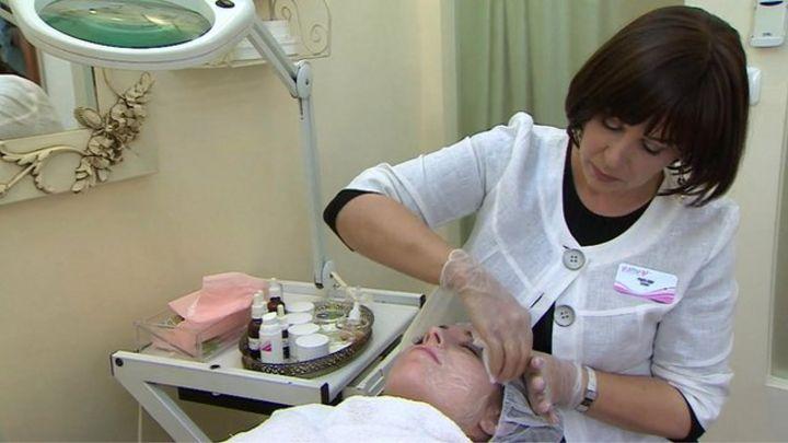 Rise of the 'secret' ultra-Orthodox Jewish beauty salons