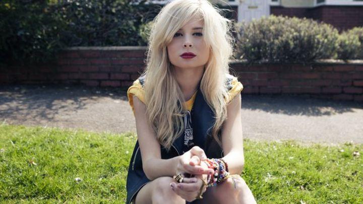 Nina Nesbitt: 'I'm a people-watcher' - BBC News