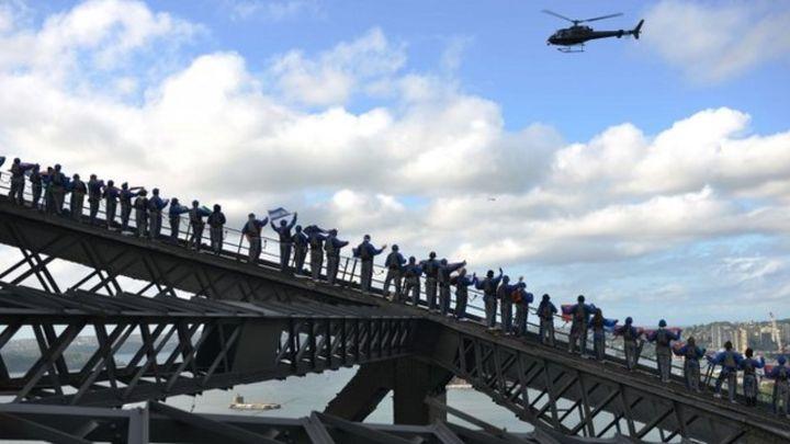 Sydney Harbour Bridge climbers break two records