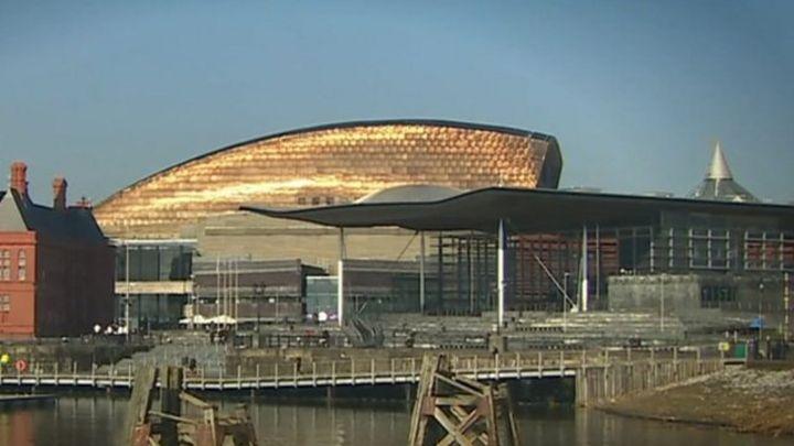 Offer Wales same powers as Scotland, says Carwyn Jones