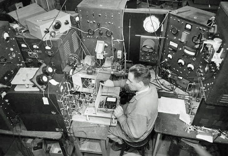 PH Bonnet tests magnetrons in MIT's Radlab in July 1945