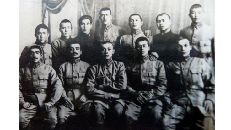 نخستین گروه کارمندان سیاسی سطح متوسط تاجیکستان که از مدرسه نظامی آسیای میانه به نام لنین در تاشکند فارغ التحصیل می شوند