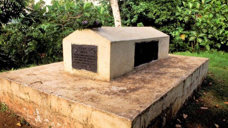 "На надгробии могилы Стивенсона написаны строки из написанного им ""Реквиема"""