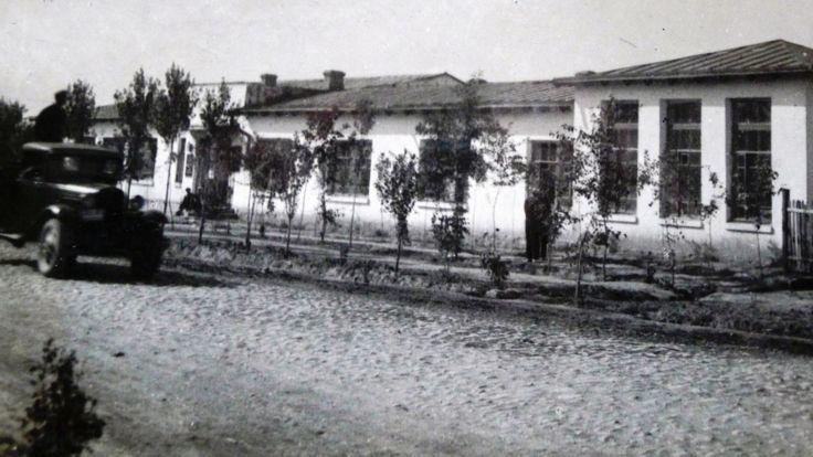 نسختین مدرسه موسیقی در دوشنبه در دهه ۱۹۳۰ باز شد که تا حالا موجود است.