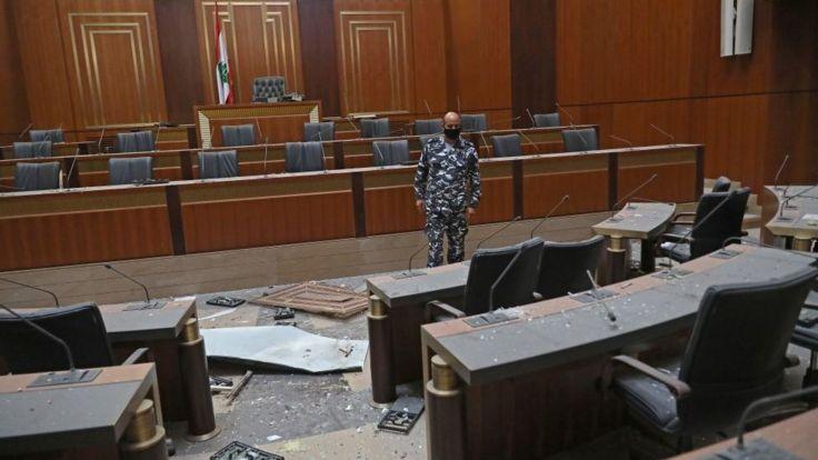 внутри бейрутского парламента