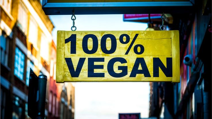 Вывеска: 100-процентная веганская еда