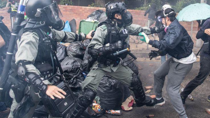 протестующий задержан
