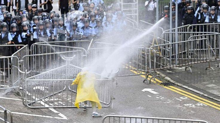 Столкновения в Гонконгеб 12 июня 2019