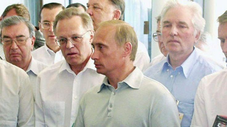 """Владимир Путин отвечает на вопросы журналистов по гибели """"Курска"""", 16 августа 2000 года"""