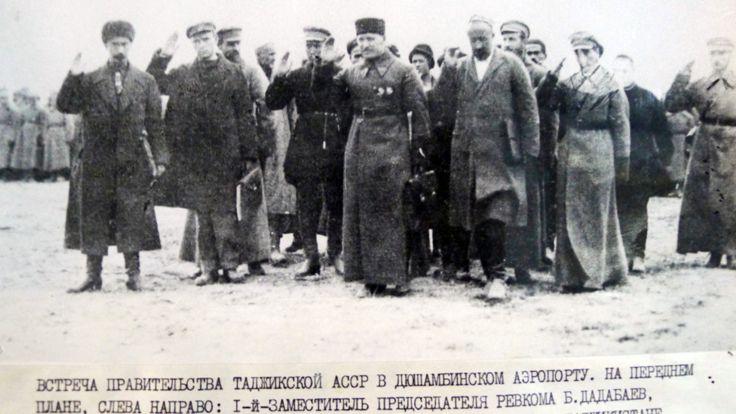 ورود نخستین هیات دولت جمهوری خودمختار شوروی سوسیالیستی تاجیکستان به شهر دوشنبه در سال ۱۹۲۵