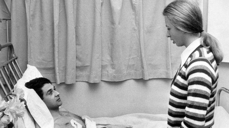 Принцесса навещает телохранителя Джеймса Битона, раненного во время попытки похищения