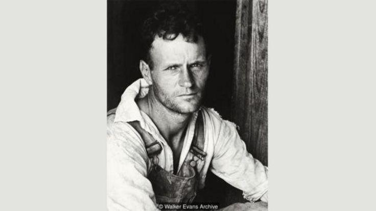 ایوانز با عکسهایی که از پنبهکاران مساقاتی فقیر آلاباما، مثل فلوید بروز (۱۹۳۶)، گرفته در یادها خواهد ماند (آرشیو واکر ایوانز)