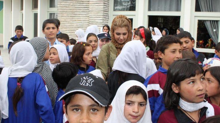 Мождах Джамалзадах с афганскими детьми