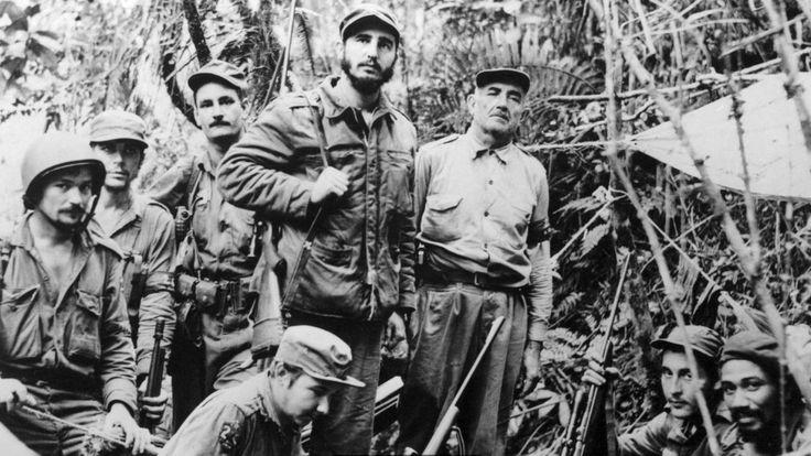 Через год после того, как Кастро навестил Нью-Йорк во второй раз, он, Че Гевара (на фото второй слева) и небольшая группа повстанцев попытались захватить власть на Кубе
