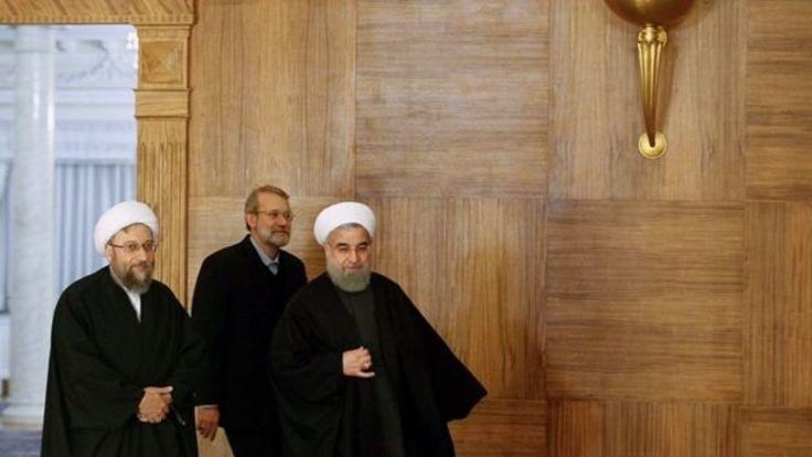 از راست حسن روحانی (رئیس جمهور) علی لاریجانی (رئیس مجلس) صادق لاریجانی (رئیس قوه قضائیه)