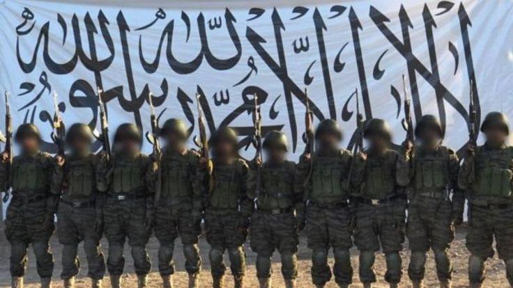 گروه طالبان با نشر این تصویر گفته که آنان مهاجمان انتحاری بودند که وارد سپاه ۲۰۹ شاهین شدند