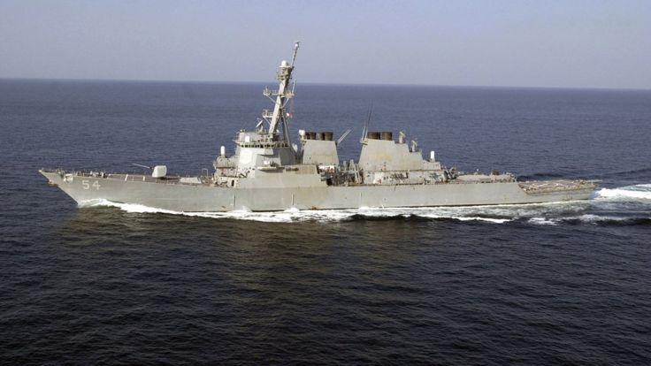 美军导弹驱逐舰柯蒂斯-威尔伯号(USS Curtis Wilbur) (资料照片)。
