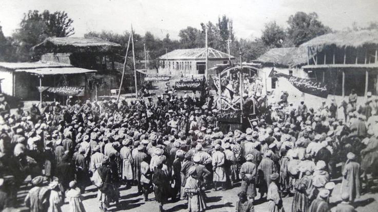 نخستین گردهمایی تاسیس دولت شوروی در یکی از محلات مرکزی شهر دوشنبه در دهه 1920