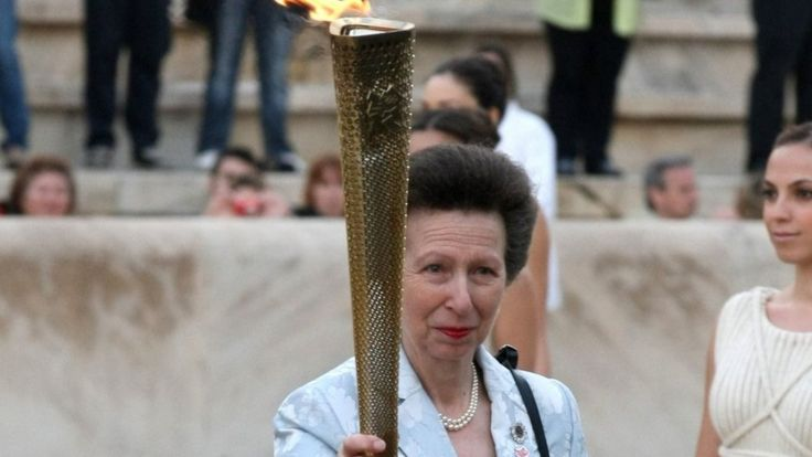 Принцесса Анна с олимпийским огнем