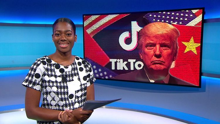 Shanequa on the Newsround set with tik tok picture