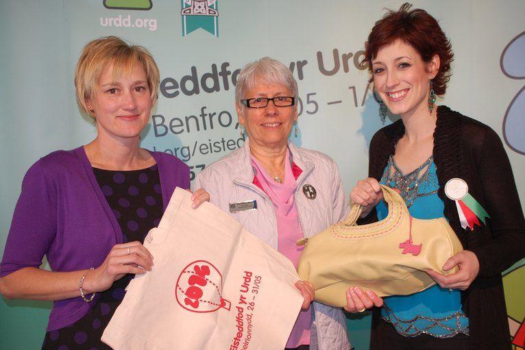 Efa Gruffydd Jones, Gill Griffiths a Connie Fisher