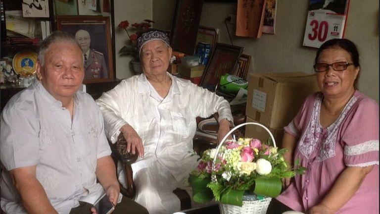 Cựu Đại sứ Nguyễn Trọng Vĩnh (giữa)